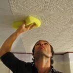 Клеим потолочную плитку: советы профессионалов и правила поклейки